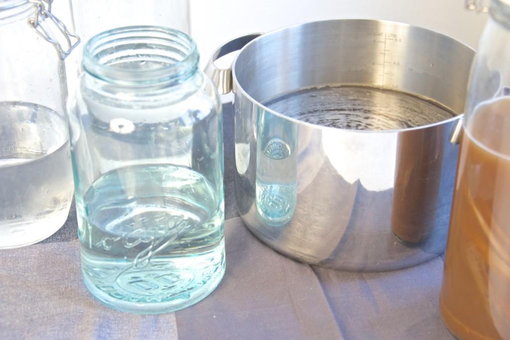 Kombucha utblanding med kaldt vann 7