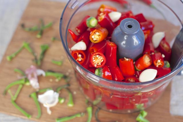 Blande chilli og hvitløk til fermentert chillisaus