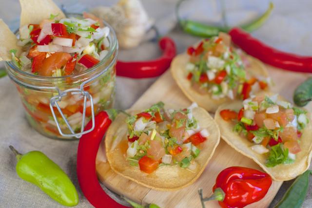 Hjemmelaget salsa tostadas