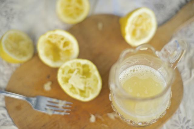 presse sitron til hjemmelaget limonade